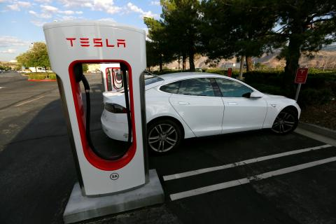 Tesla Model 3 news, release date & update: Pre-orders piling up as Tesla promises driverless car on time