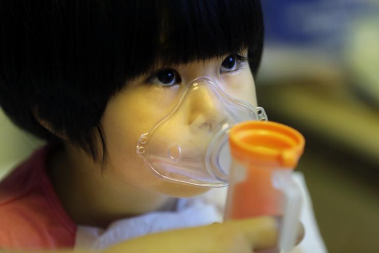 Child receives nebulizer therapy